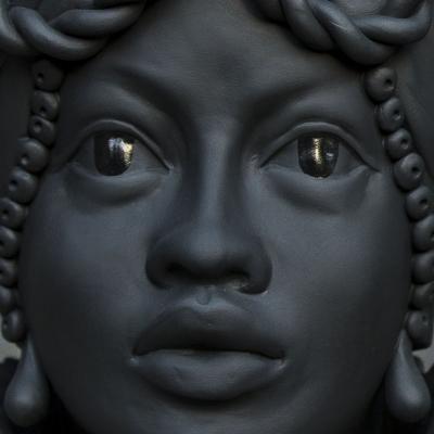 Testa di moro Briseide, beige by Stefania Boemi